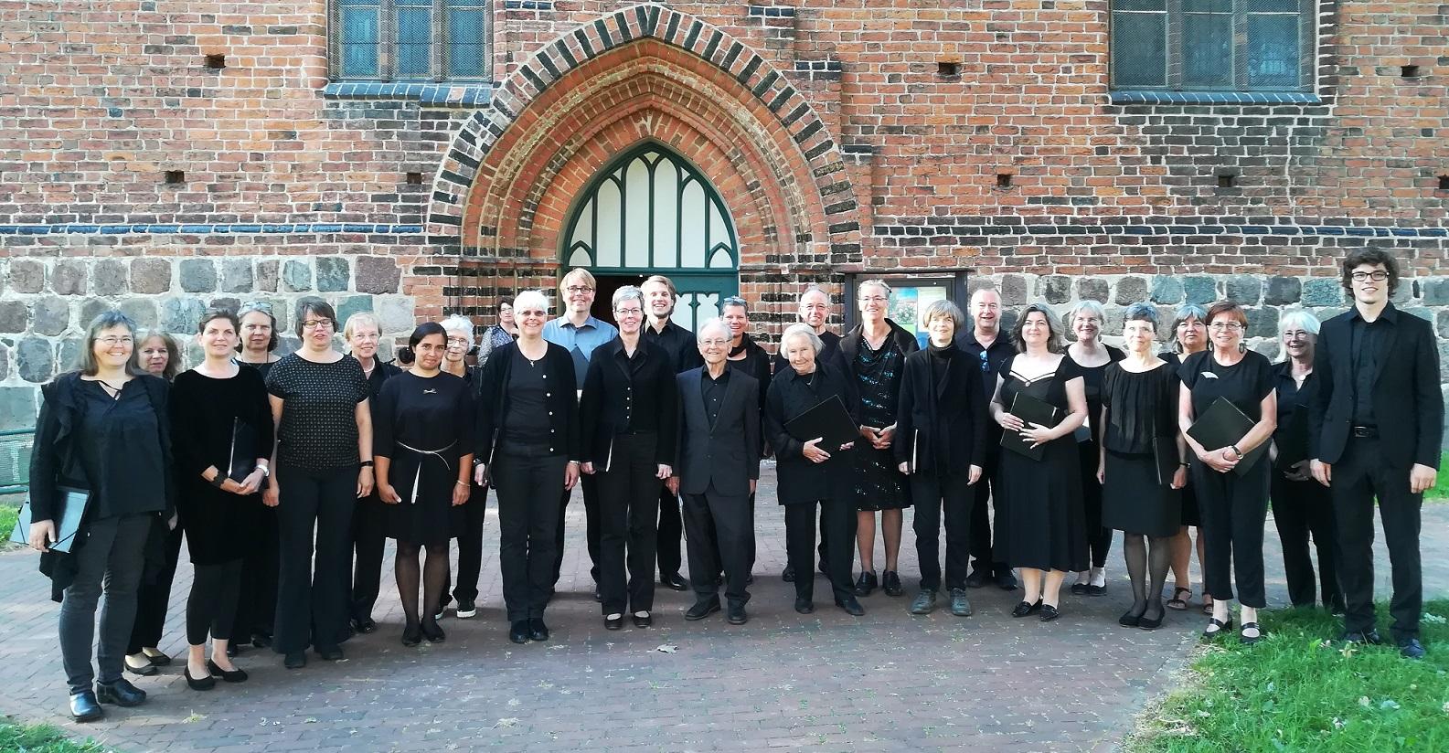 Kantorrei Broder Hinrick vor Peter-und-Paul-Kirche in Neubukow.