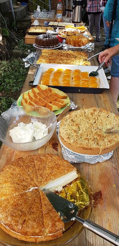 Kuchenbuffet im Pastoratsgarten Neubukow.